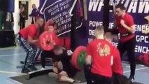 Un haltérophile se casse la jambe pendant une compétition