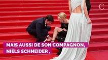 PHOTOS. Cannes 2019. Accident de chaussure pour Virginie Efira sur le tapis rouge, Niels Schneider à la rescousse