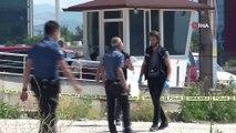 Bursa'da cam silen personeli taşıyan vinç devrildi: 2 ölü
