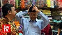 Dr Mahathir and wife shop for Raya treats