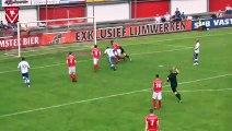 Foot : quand un arbitre marque un but ... et le valide !
