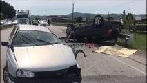 Report TV - Aksident i rëndë në Peqin, përplasen dy makina, një i vdekur dhe tre të plagosur rëndë