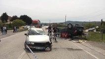 Report TV - Aksident i rëndë në Peqin, përplasen dy makina, një i vdekur dhe katër të plagosur rëndë