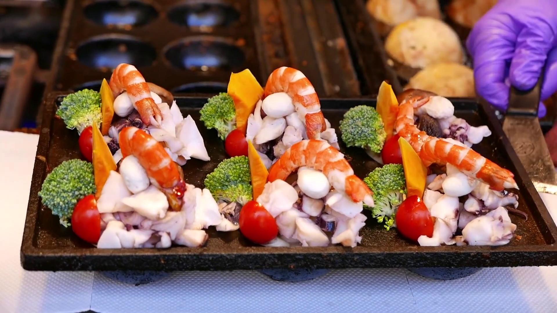 Street Food Market Discovery   Taiwanese Street Food – LIVE GIANT PRAWNS Shrimp Seafood Balls Kaohsiung Taiwan