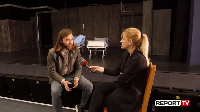 Aktori Genti Deçka rrëfen eksperiencën e tij, si homoseksual tek 'Engjëjt e Amerikës'