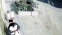 Violento asalto a una mamá en plena calle con sus hijas detrás