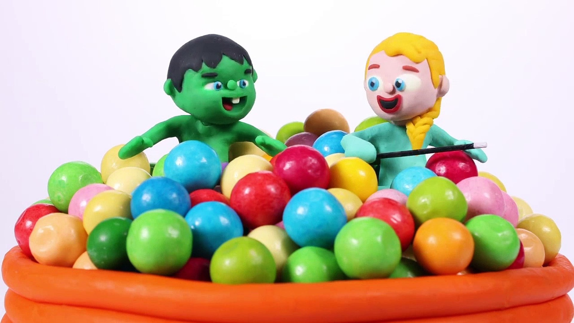 Kids Playing With A Gumball Machine ❤ PLAY DOH CARTOONS FOR KIDS