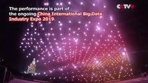 """Pour célébrer le """"Big Data Expo"""", la Chine offre un spectacle de lumières en déployant 526 drones"""