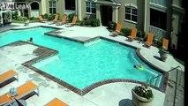 Cette fille sauve sa soeur de la noyade dans la piscine !