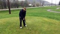 Golf : Il lance tout : balle, club, canne