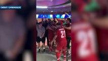 La folle ambiance dans le vestiaire de Liverpool après le titre