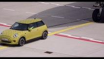Mini Cooper SE : la citadine électrique qui tracte un avion !