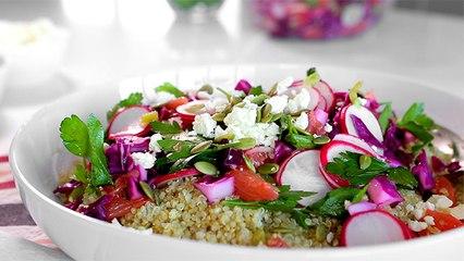 Salade croquante au quinoa, chou, radis et feta