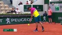 Balle coincée dans la raquette de Benoit Paire (Roland-Garros 2019)