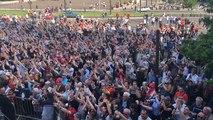 Les joueurs du Mans FC acclamés par leurs supporters place du Jet-d'eau