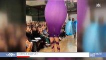 Un jeune designer norvégien fait sensation après un défilé futuriste où des ballons se transforment en robes ! Vidéo