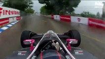 Le pilote Marco Andretti roule  en pneus slick sur route mouillée et maitrise parfaitement