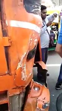 today mehrauli qutuab minaar auto and bus accidents