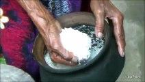 Village de Nourriture des Larves et des Œufs Larves préparé dans mon village par la grand-mère