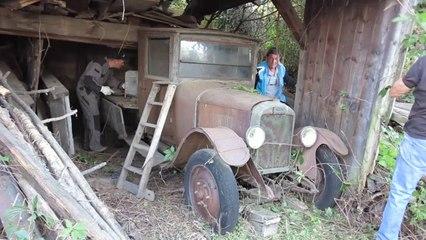 La Camionnette du galochier GIRARD entre au musée de la galoche