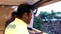 LIVE VIDEO: Salman Khan Wishes EID Mubarak To His Fans At His Galaxy Apartment