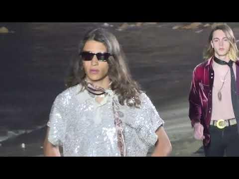 """""""Yves Saint Laurent, sfilatë me veshje për meshkuj në Malibu"""