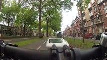 Regardez comment le Karma s'est occupé d'un motard insultant un cycliste