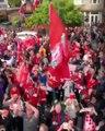 Des fans de Liverpool célèbrent la Ligue des champions dans une boutique du Barça