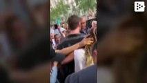 Un fan besa a Miley Cyrus en Barcelona