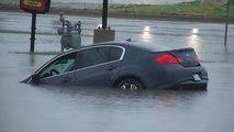 Nehézkes mentés az esőzések után Oklahomában