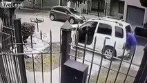 Il se fait agresser près de sa voiture, mais ses gardes du corps étaient bien cachés à l'intérieur