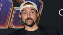 Kevin Smith Snaps Photo With Stan Lee's Handprints