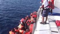 İZMİR Sahil güvenlik Foça da 53 kaçak göçmen kurtardı