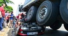 Genç çift ile bebekleri hurdaya dönen otomobilden yaralı çıktı