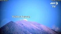 Vulkan auf Bali spuckt Asche und Rauch