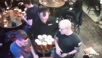 Ce serveur d'un bar a passé la pire journée au boulot !