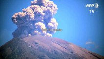 Bali volcano spews smoke in fresh eruption