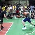Ce basketteur réalise des dribbles tellement impressionnants qu'il ridiculise même les pros