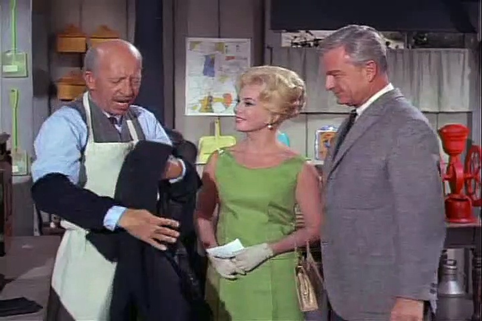 Green Acres  – SE1 – Ep3 –  The Decorator