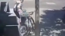 Un voleur de vélo se fait violemment karma par son propriétaire