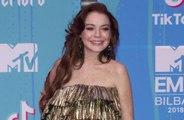Lindsay Lohan 'reza' por su examiga Paris Hilton