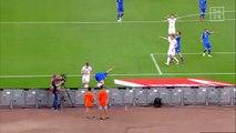Football - Nicolò Barella schießt Balljungen ab