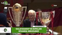 Galatasaray'ın kupaları divanda sergilendi