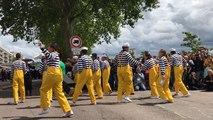 Le défilé des marins dans le centre-ville