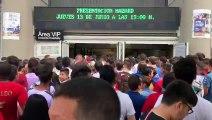 Largas colas en las puertas del Santiago Bernabéu para entrar a la presentación de Eden Hazard en el Real Madrid
