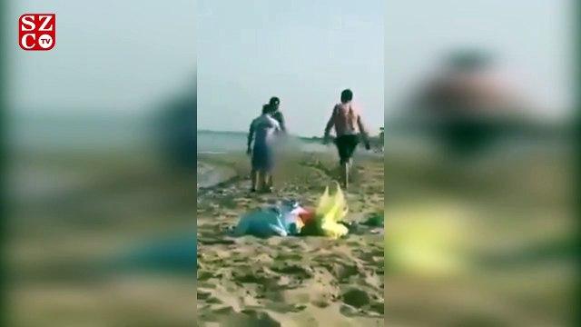 Plajda denize çıplak girmek isteyen sığınmacı pes dedirtti!
