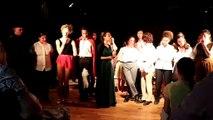 """Les élèves de Première Littéraire spécialité Théâtre, qui ont joué """"Le Bourgeois gentilhomme"""" jeudi soir, demandent à leur professeur Yves Moalic de se rendre sur scène"""