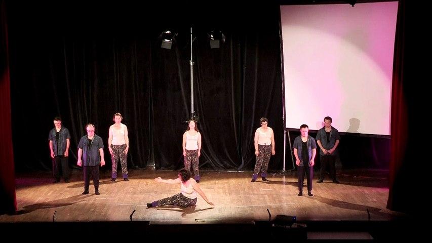 13-FOYERS LES CIGALONS : Quelques pas de danse…improvisés