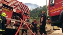 Les pompiers luttent contre l'incendie du Lavandou