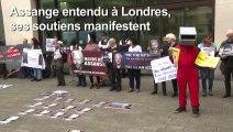 Assange entendu à Londres, ses soutiens manifestent
